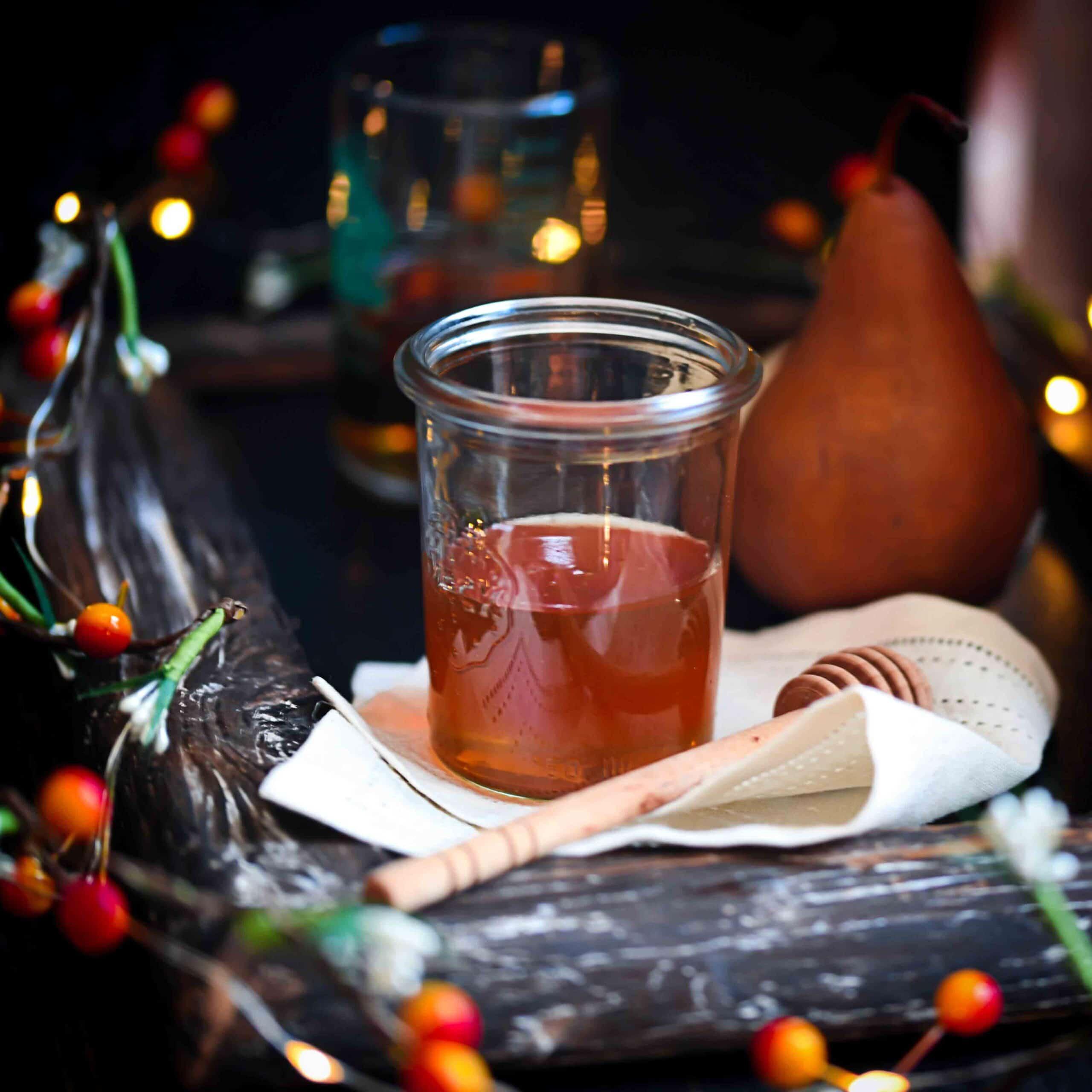 Honey jar, spiced pear blitz cocktail
