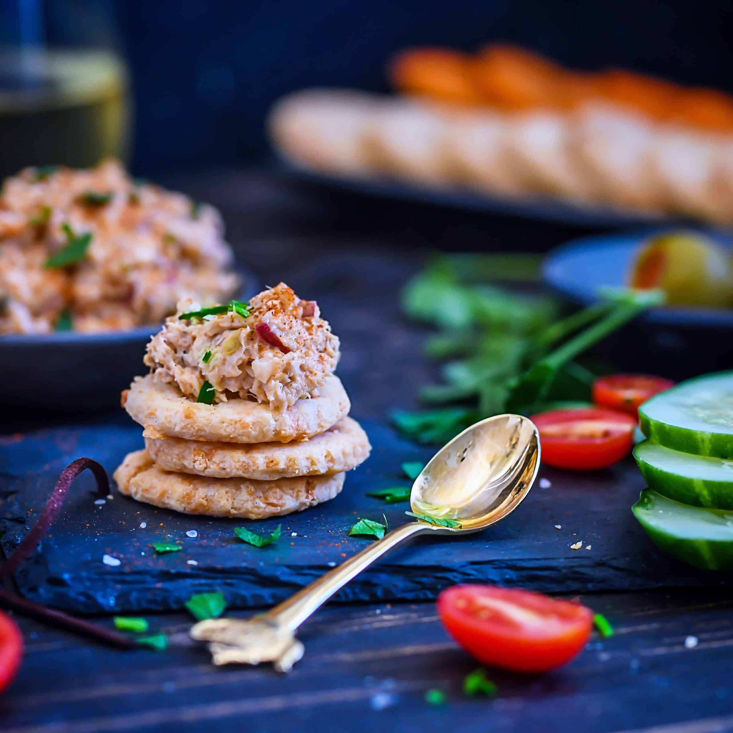 Spicy Smoked Trout Dip With Cheese Crackers